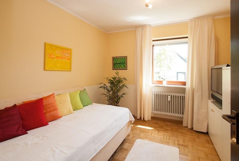 kleines Zimmer-nach-dem-IMMOstyling-homestaging-10b